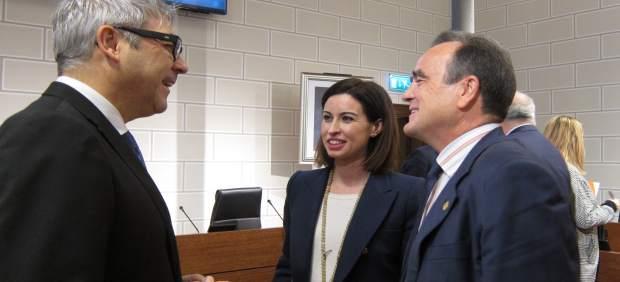 Sánchez Quero, Ladrero y Artajona charlando antes del pleno de la DPZ