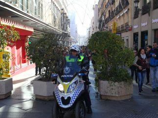 Policía a moto