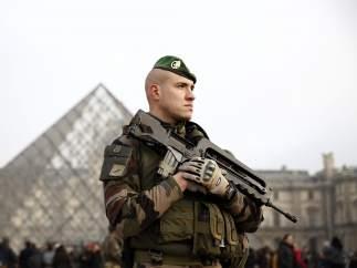 Francia moviliza a las fuerzas de seguridad para la seguridad de Nochevieja.