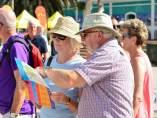 Turistas consultan información