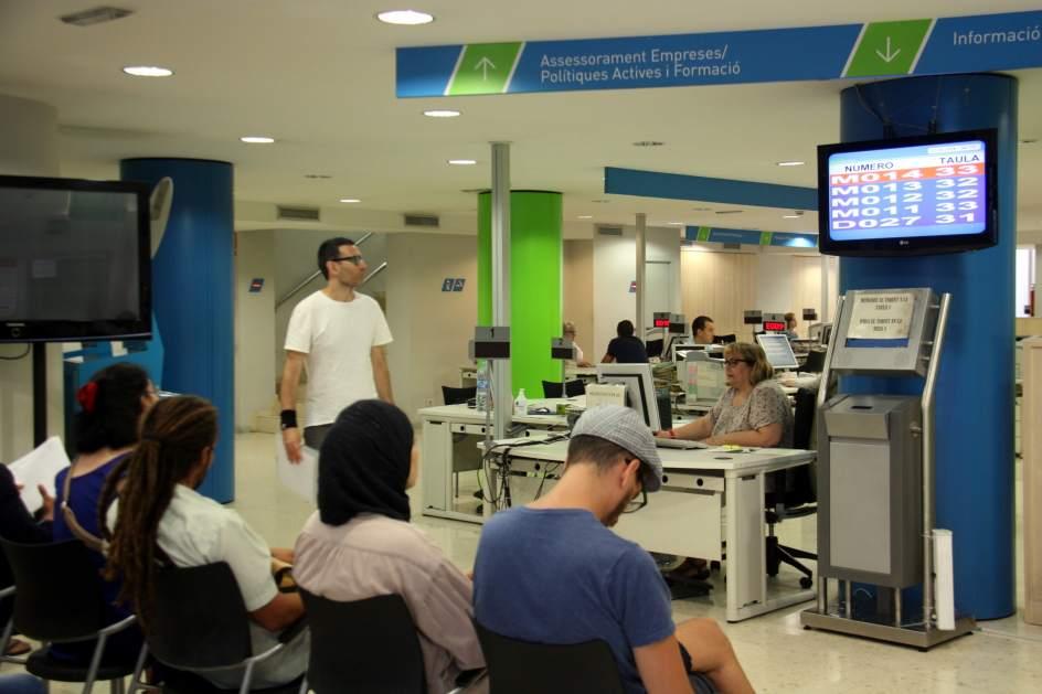 El paro registrado en catalu a se reduce en - Oficina seguridad social barcelona ...