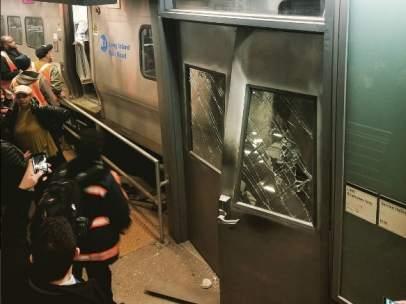 Tren descarrilado en Brooklyn