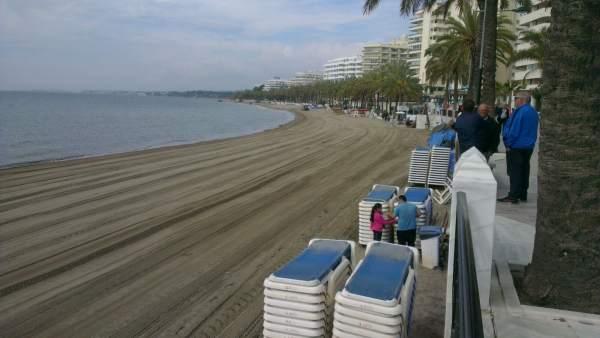 Playa de La Fontanilla en Marbella tras actuación de Costas