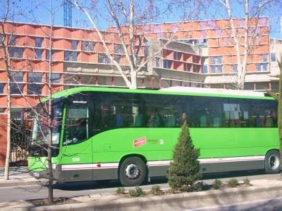 Línea de autobús interurbano.