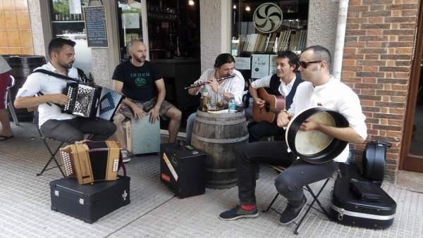 Una actuación de 'La Nueve', finalistas en Mejor Canción Folk.