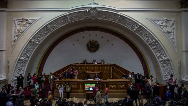 El Parlamento venezolano exige la dimisión de Maduro