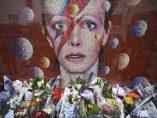 Flores en recuerdo de Bowie