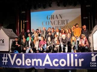 Foto de familia del concierto solidario por los refugiados