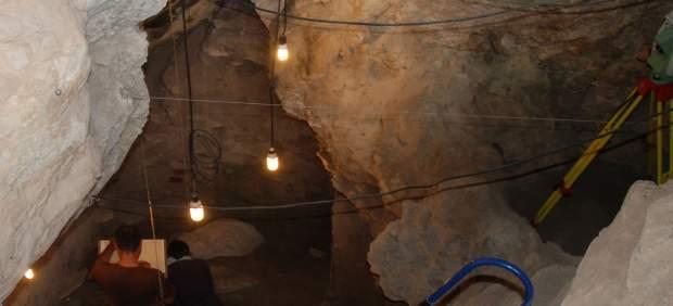 Arqueòlegs de la UV troben evidències de pràctiques caníbals en restes humanes mesolítiques a la Marina Alta