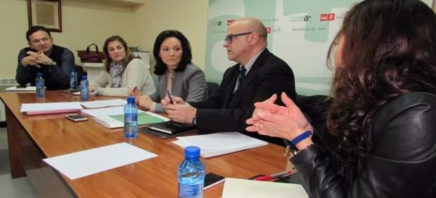Crespín (c), en la reunión con responsables del PSOE de Jaén.