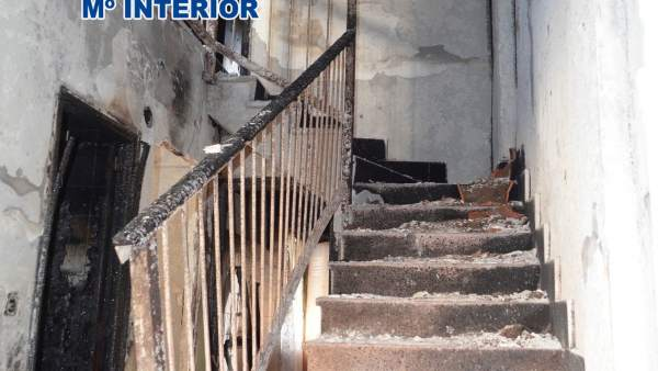 Uno de los pisos incendiados en Yecla