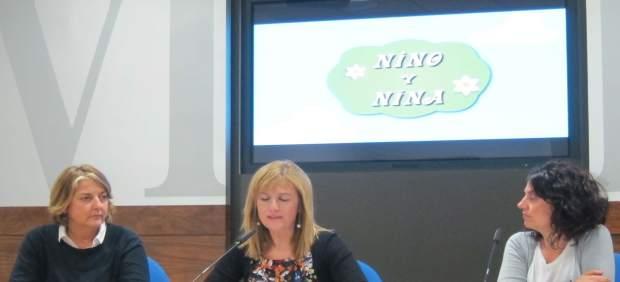 Teresa Alonso (CPR), Marisa Ponga (concejala) y Arancha FErnández