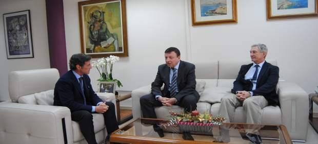 Reunión del presidente de la Mancomunidad de Canales del Taibilla con delegado