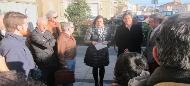 Gema Igual y Jaime González con vecinos de la zona de Antonio López