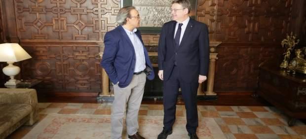 Ximo Puig junto a Manolo Mata en el Palau