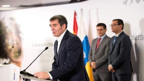 El presidente, Fernando Clavijo, en la toma de posesión del nuevo comisión