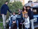 La familia argentina Zapp, formada por Herma, Candelaria y sus cuatro hijos, lleva 17 años viajando por todo el mundo en un coche de época.