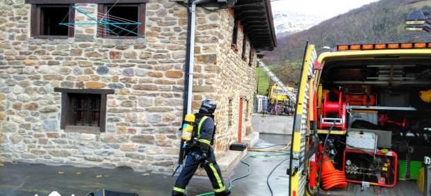 Incendio urbano en Lena.