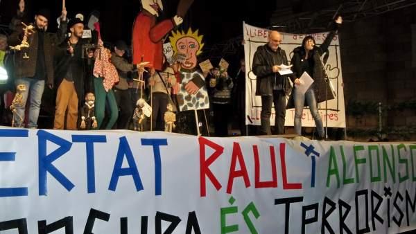 Concentran en Barcelona para pedir la libertad sin cargos de los titiriteros