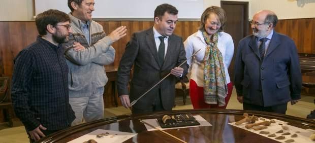Equipo investigador de Cova Eirós con Román Rodíguez