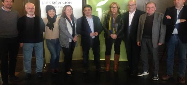 Reyes (c) con el jurado de los aceites Jaén Selección 2017.
