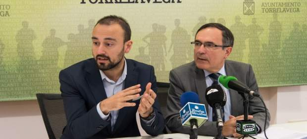 El alcalde y el primer teniente de alcalde en rueda de prensa