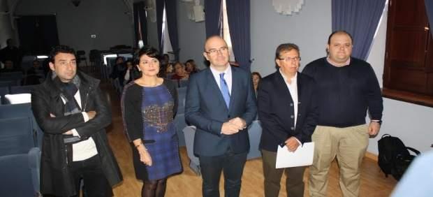 Carmona (centro), en la inauguración de la jornada