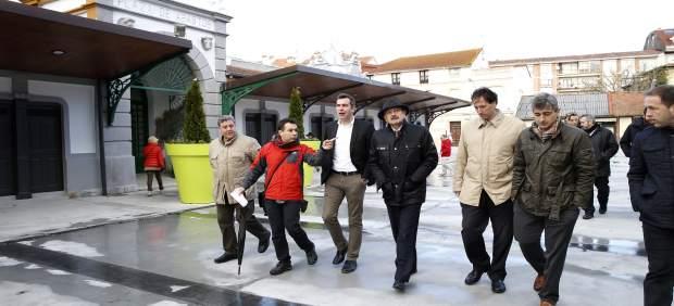 Mazón y Abascal inauguran la urbanización de la plaza
