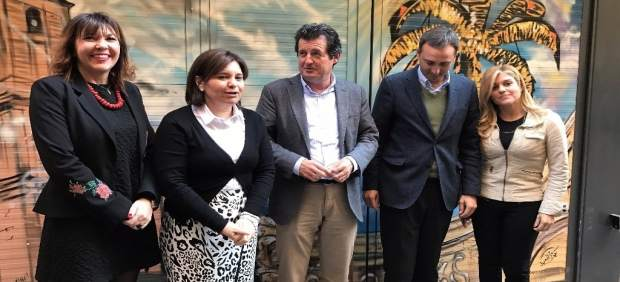 Bonig junto a Císcar y otros miembros del PP