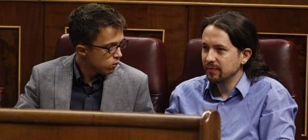 Errejón y Pablo Iglesias en el debate de investidura en el Congreso.