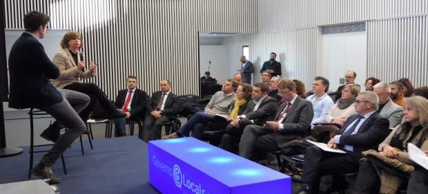 La consellera de M.Borràs con alcaldes de las comarcas de l'Ebre.