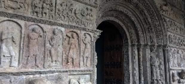 Finaliza la restauración de la portada del Monestir de Ripoll