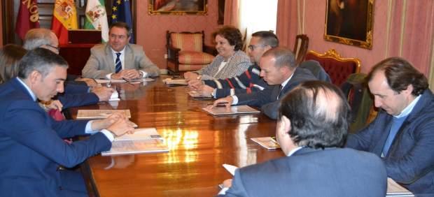Reunión del alcalde de Sevilla con empresarios de Carretera Amarilla