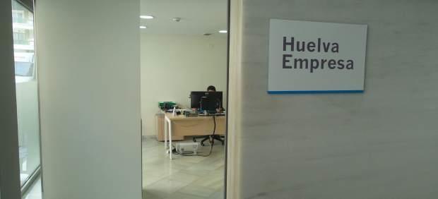 Diputaci n asesora a casi un centenar de empresas con for Oficina de empleo huelva