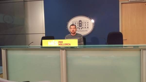 El portavoz de MÉS, David Abril, en rueda de prensa