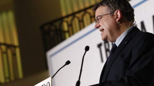 El presidente de la Generalitat valenciana, Ximo Puig, participa en un desayuno
