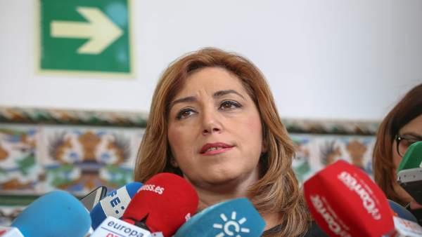 Susana Díaz atiende a los periodistas este martes en Sevilla