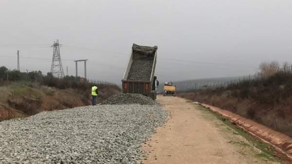 Trabajos para comenzar a instalar las vías en el ramal Linares-Vadollano.