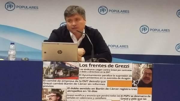Santamaría (PP) en la rueda de prensa sobre la política de movilidad de Grezzi