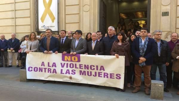 Representantes de Diputación y ayuntamientos almerienses rechazan este suceso.