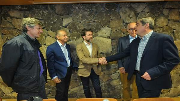 Alonso, con los alcaldes