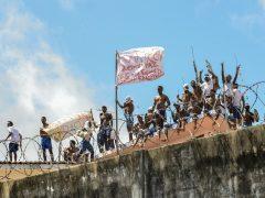 Más de 90 presos huyen por un túnel de una cárcel brasileña