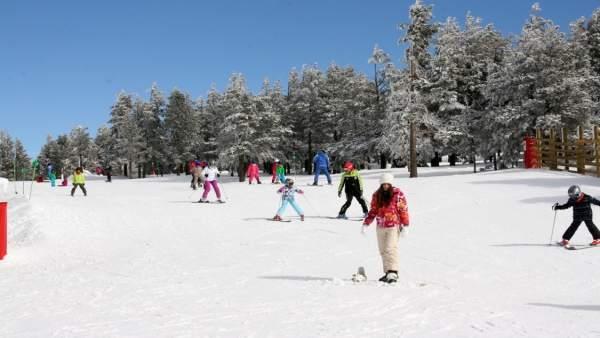 Esquiadores en Aramón Valdelinares