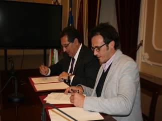 Pulido y González firman el convenio