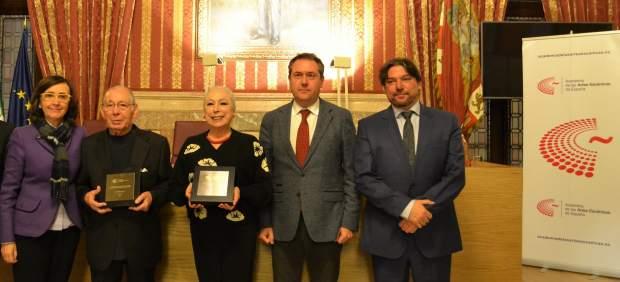 Cristina Hoyos y Salvador Távora, miembros de Honor de la Academia de Artes