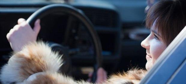 Conducir con abrigo en invierno