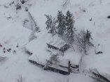 Hotel sepultado bajo la nieve en Italia