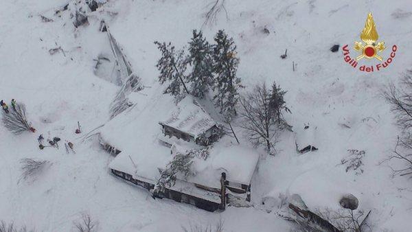 Varios muertos tras un alud de nieve sobre un hotel en Italia