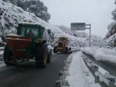 """Las nevadas dejan 1.200 vehículos """"atrapados"""" en las carreteras de Alicante"""