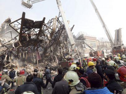 Edificio derrumbado en Teherán